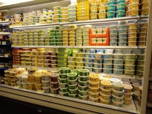 """Photo: le rayon """"margarines"""" d'une supérette de quartier à Montréal, été 2009"""