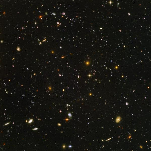 Le Hubble Ultra-Deep Field, dans la constellation du Fourneau.