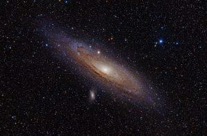 Galaxie Andromède. En 1924 Hubble découvre que la nébuleuse Andromède est en fait une galaxie différente de la notre.