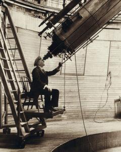Percival Lowell observant Venus depuis son observatoire
